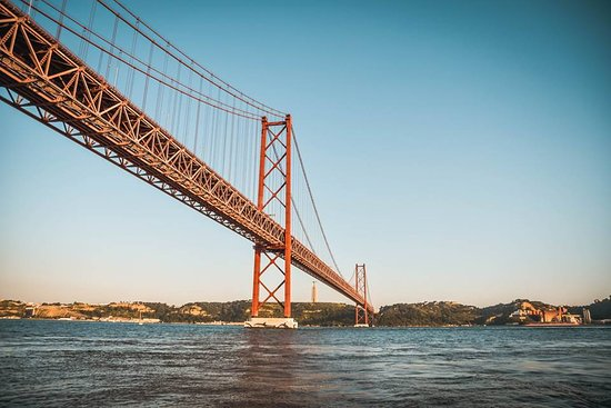 Sunset Sailing Tour On The Tagus River: 25 abril brige