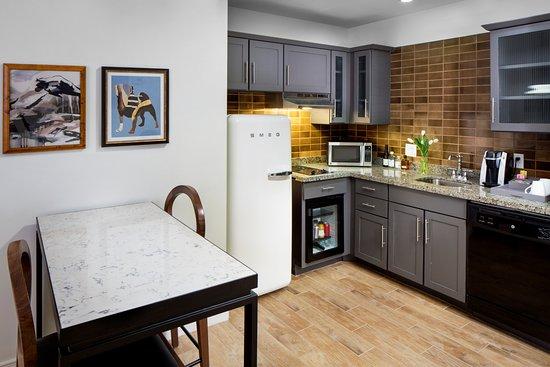 Andaz Savannah: Andaz Deluxe Suite Hosting Kitchen