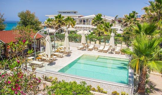 Villaggio tramonto hotel ricadi italia prezzi 2018 e - Piscina villa primavera udine prezzi ...