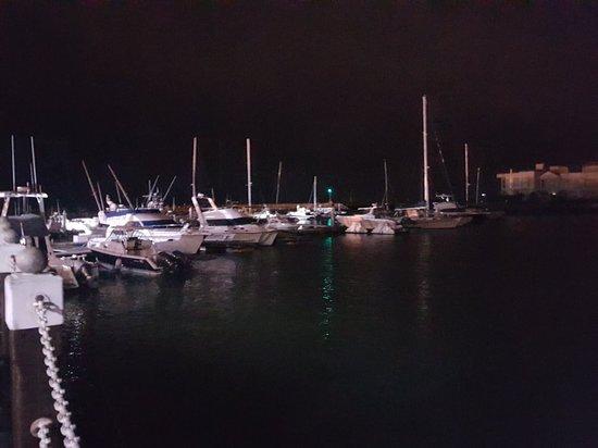 Gordon's Bay, Sudáfrica: 20180523_185525_large.jpg