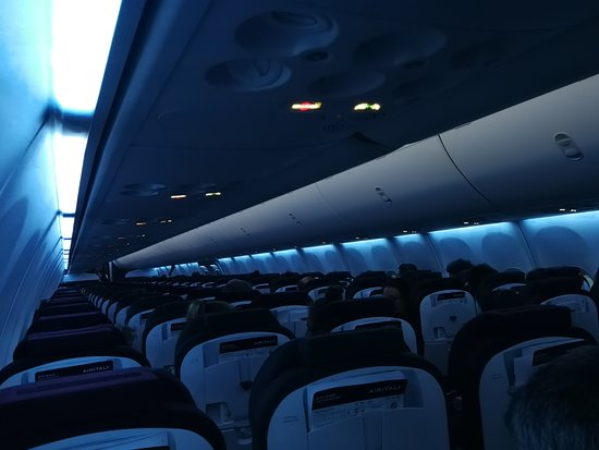 Air Italy 737 MAX 8 interior