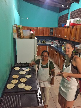 GringoTours: pupusa making class with Tita