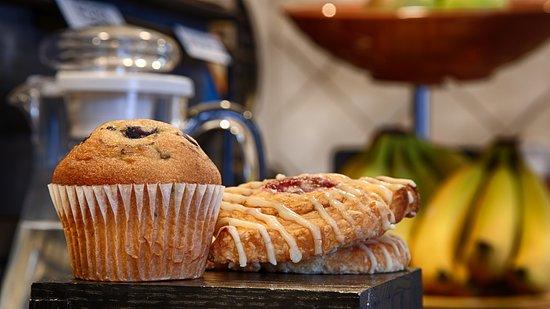 Bellmawr, NJ: Breakfast Area