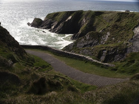Dunquin, Ireland: rugges