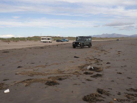Inch, Irlanda: Cars on beach