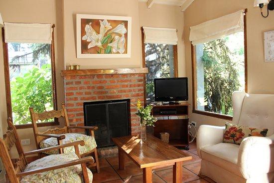 Cabanas La Escondida: Sala de Estar - Cabaña Los Cerezos