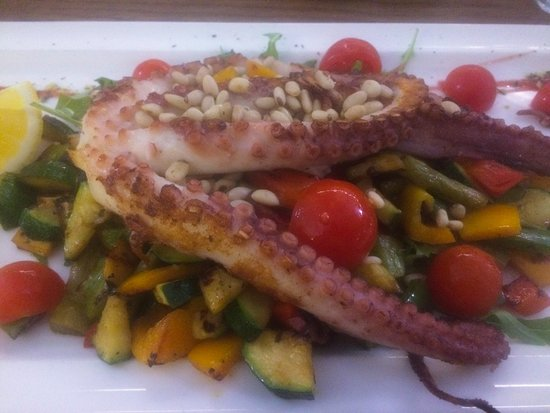 Pizzeria Osmica: grilled octopus