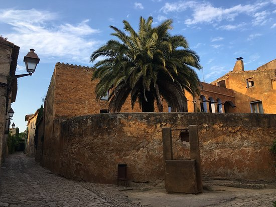 Peratallada: Wonderful medieval town. A lot of details of real medieval life. Must watch.