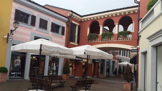 Serravalle Designer Outlet: SERRAVALLE...