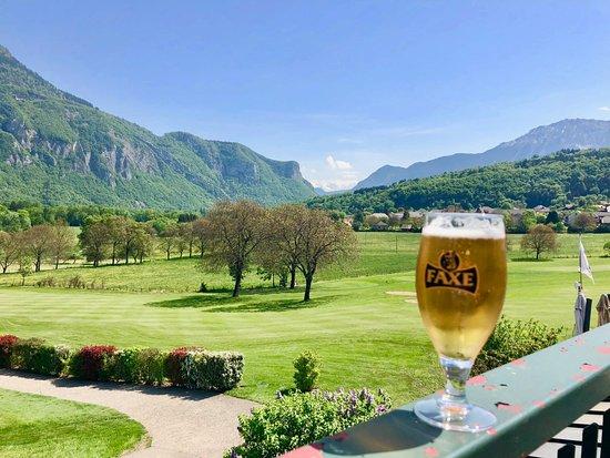 Giez, Γαλλία: Une petite biere sur la terrasse...
