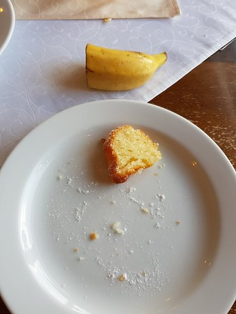 Snezne, جمهورية التشيك: Mini banán a mini bábovka. Zaplatíte LUXus a dostanete podprůměr.