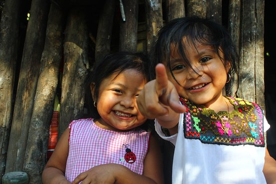 Bushman Photography: Spending quality time with the children in the mayan community. Learning traditions and history