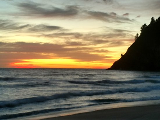 Dawn at Whiritoa (pronounced Phiritoa).