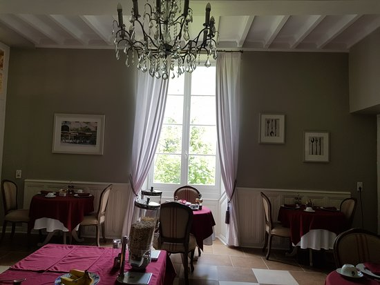 Chateau Mont-d'Onel: The Breakfast Room