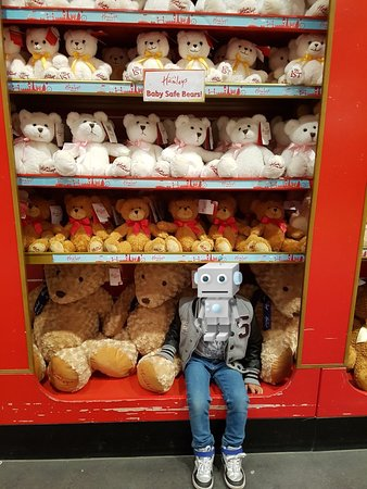 Hamleys London - Regent Street: 20180523_234530_large.jpg