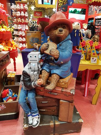 Hamleys London - Regent Street: 20180523_234647_large.jpg