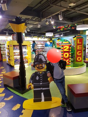 Hamleys London - Regent Street: 20180523_234738_large.jpg