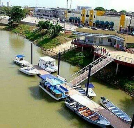 Monteria, Colombia: Muelle Turistico desde los hombros del gigante!!