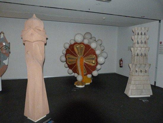 Gaudi Centre Reus: Elementos Decorativos