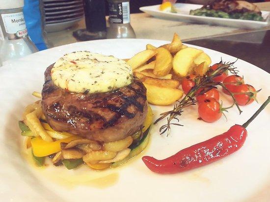 Trattoria Canzona: Biftek na žaru
