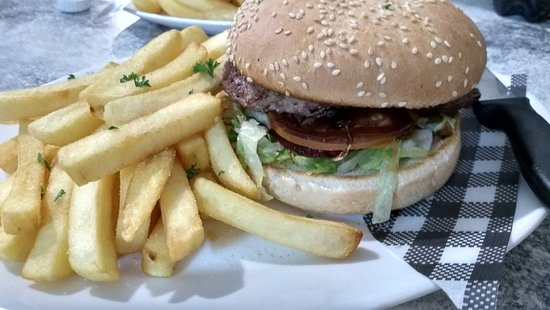 Surat, Australia: Burger and chips