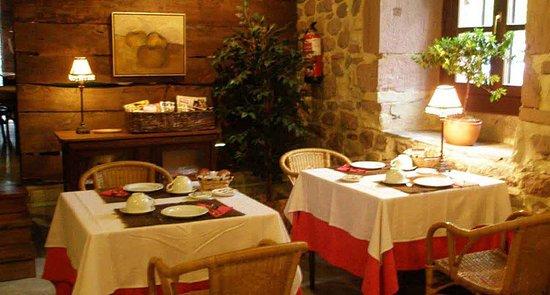 Oieregi, إسبانيا: En la entrada al Parque Natural del Señorío de Bertiz, Alojamiento y Desayuno. hostalbertiz.es