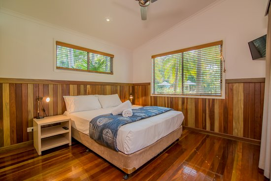 Angourie Resort: Deluxe Villa Main Bedroom
