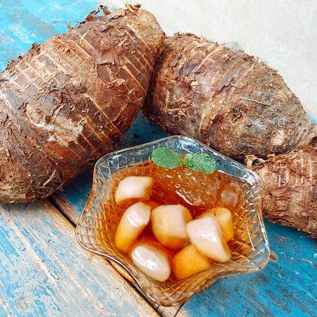 台灣地產豐饒~夏季盛產的大甲芋頭香、鬆、甜、軟~~ 最近都入菜在毛房的火鍋菜盤裡了~  但是~當然不只這個!!  夏季新品推出 🍨代代相傳手炊芋圓冰🍨