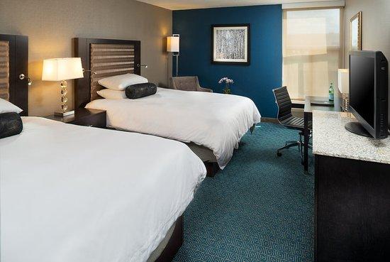Roseville, MN: Guest room