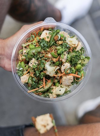 Nudefish Poke: Spicy Kale Chicken Bowl