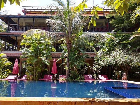 Siddharta Boutique Hotel: Poolside at Siddharta