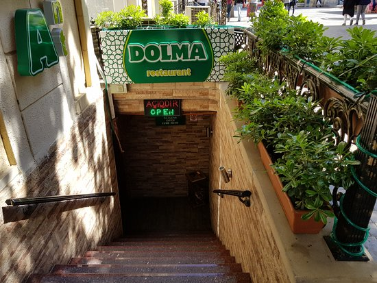 Dolma Restaurant: Entrance little hide from outside. Like other old Russian countries.