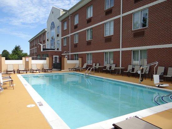 Delmar, MD: Pool