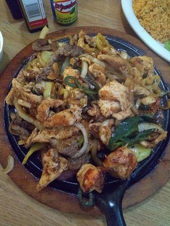 Hope Hull, AL: fajitas (mixed beef + chicken + shrimp)