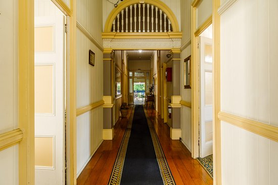 Bowen Terrace Accommodation: Main Hallway (Street Level)
