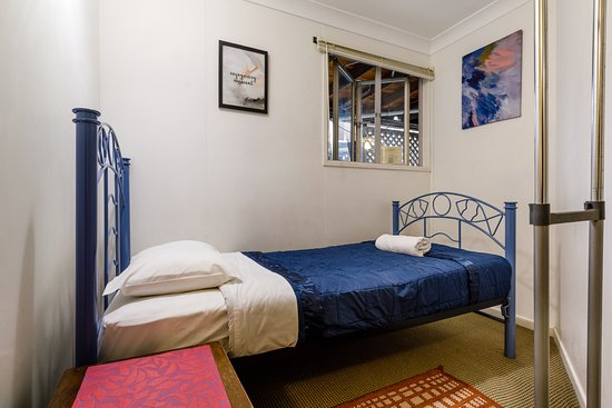 Bowen Terrace Accommodation: 2 Bed Female only Dorm
