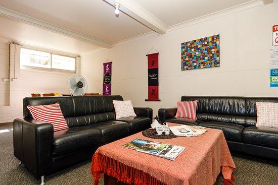 Bowen Terrace Accommodation: Guest Lounge