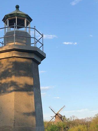 Fabyan Villa Museum & Japanese Garden: Island lighthouse