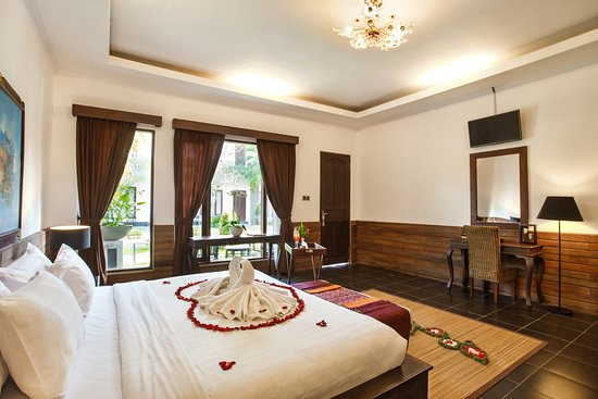 Ubud Raya Hotel: Romantic Honeymoon setup to celebrate your special occassion with the special one.