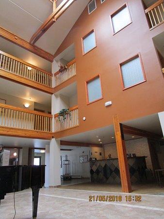 Best Western Plus Edgewater Hotel: Lounge