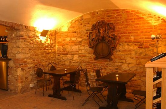 Prague Wine Bar hopping tour