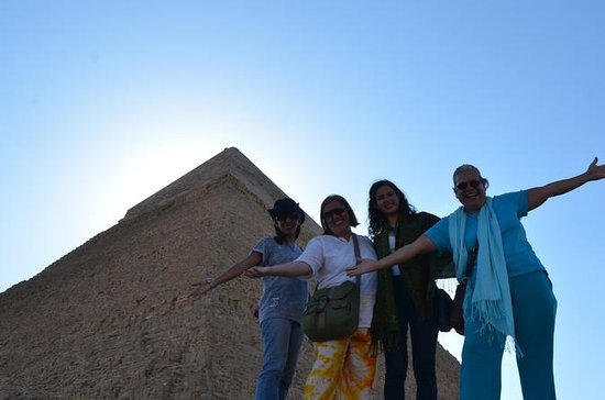 Half day tour to Giza Pyramids...