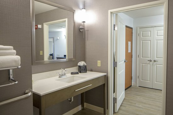 Holiday Inn & Suites Airport: Guest room