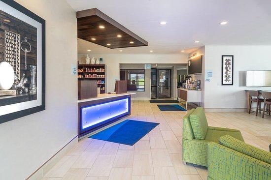 Howe, IN: Lobby
