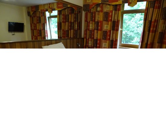 Bedroom, West County Hotel, Dublin, Ireland