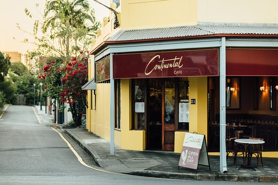 Bowen Terrace Accommodation: The Continental Cafe (100m)