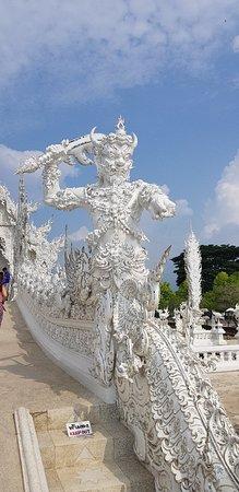 Wat Rong Khun : 20180512_085119_large.jpg