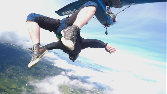 Victoria Skydiving: Get inverted!