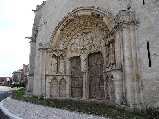 Vitteaux, France: Portail roman (XIIIe siècle)