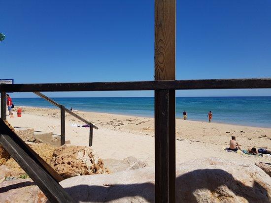 Ilha Do Farol, Portugal: View out to the beach/sea